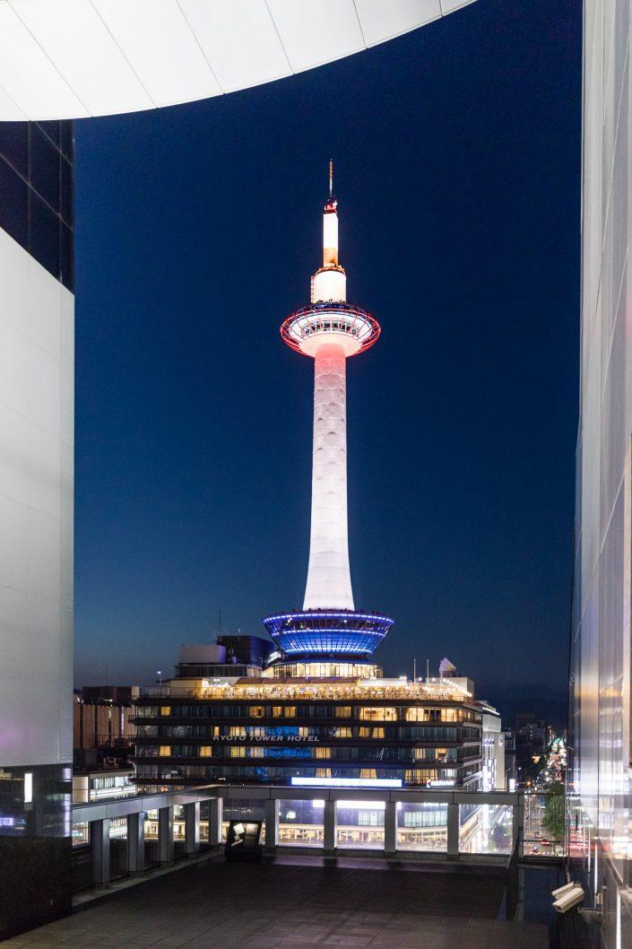 Kyoto Tower bei Nacht, Bild von MANFRED SODIA photography